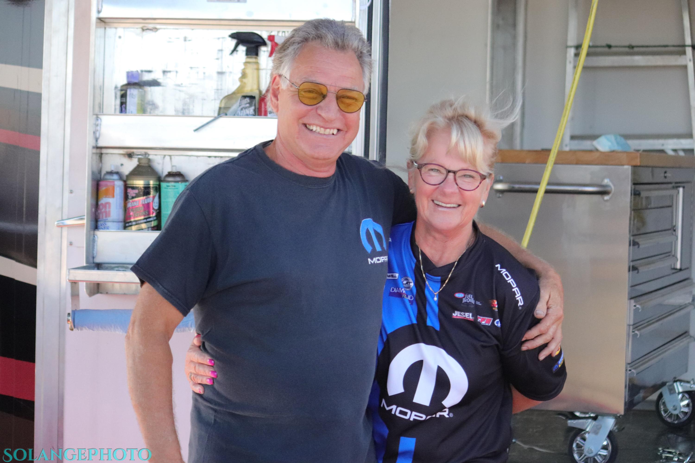 Le vétéran coureur de Terrebonne Michel Bastien et sa conjointe ont bien du plaisir avec la gang du Super Tour. © Solange Lefebvre